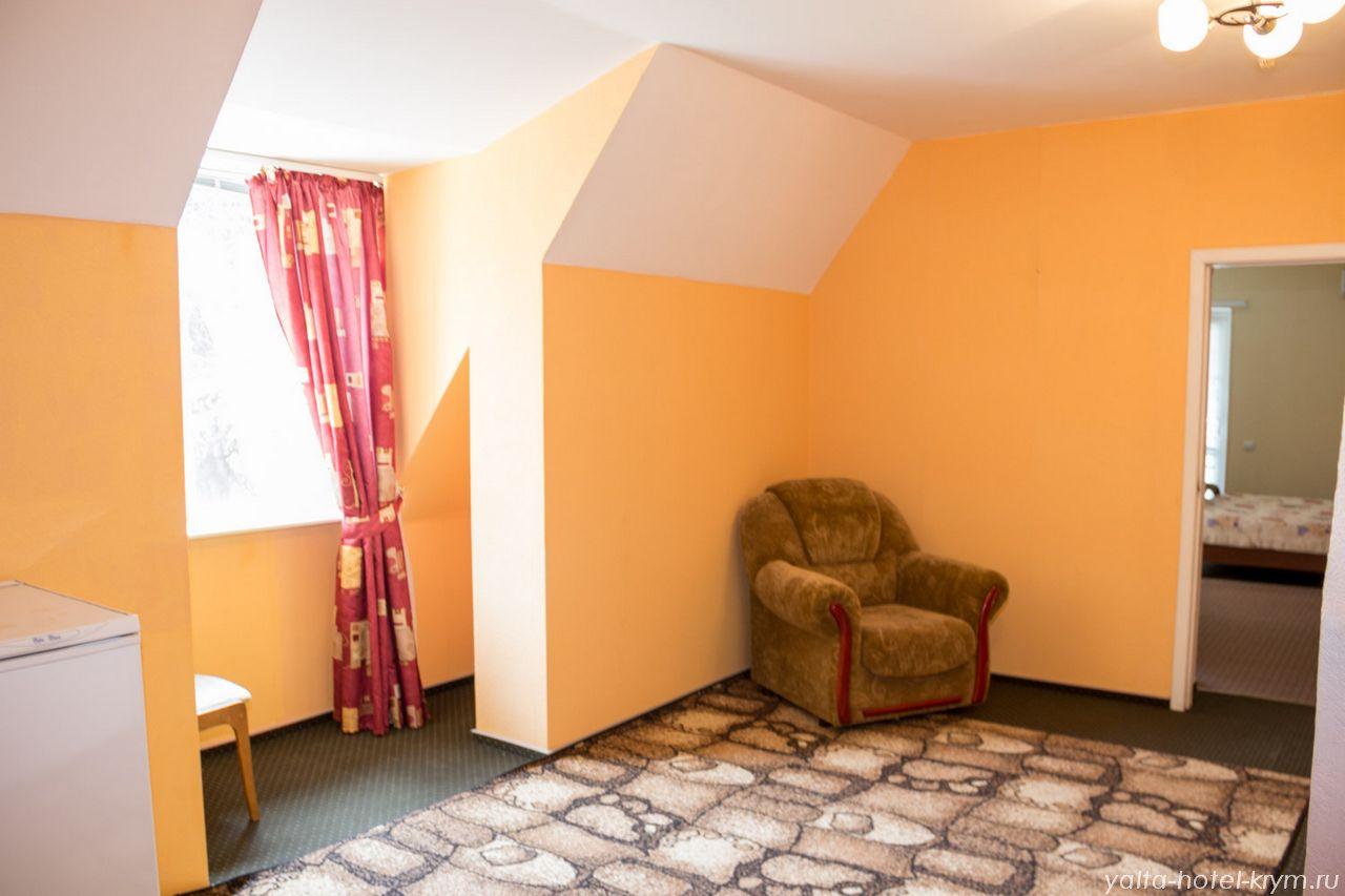 yalta-park-hotel-krym-n302-1