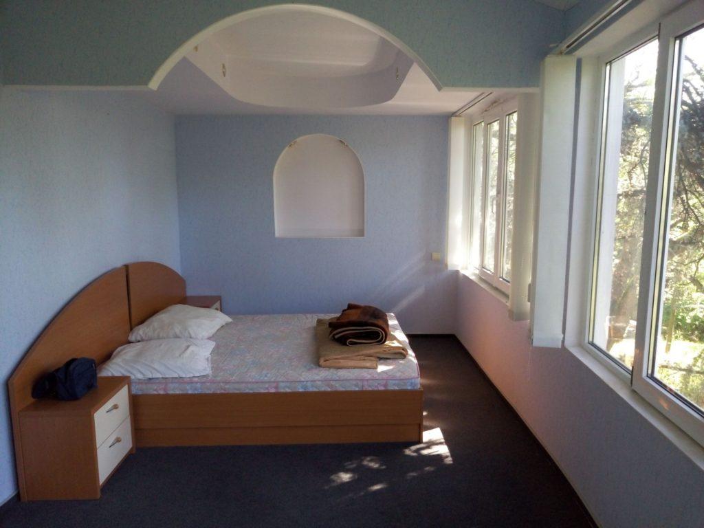№107 - 2-х комнатный номер на 4-х - недалеко от гостиницы Ялта-Интурист